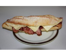 Bocadillo de Bacon con Queso